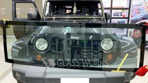 クライスラージープラングラーのフロントガラス交換
