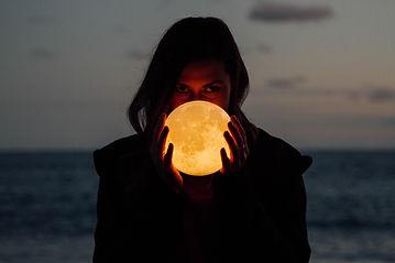 Måne i hånd.jpg