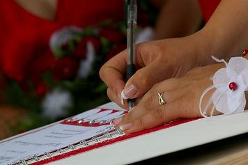 Officiante cérémonie mariage laïque - Maine et Loire (49), Loire Atlantique (44), Mayenne (53), Sarthe (72), Vendée (85), Deux sèvres (79) , Indre et Loire (37), Vienne (86) , Finistère (29), Cotes d'Armor (22), Morbihan (56), Île et Vilaine (35)