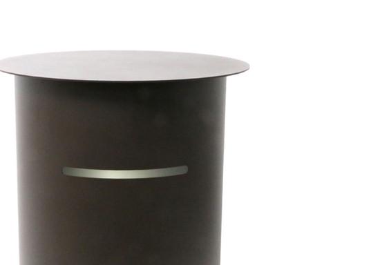 側面のスリットの換気機能により、臭いがこもるのを防ぎます。