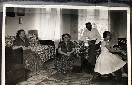 TGpianofam1959.jpg