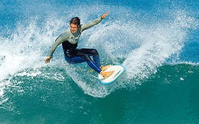 chico-surfeando.jpg