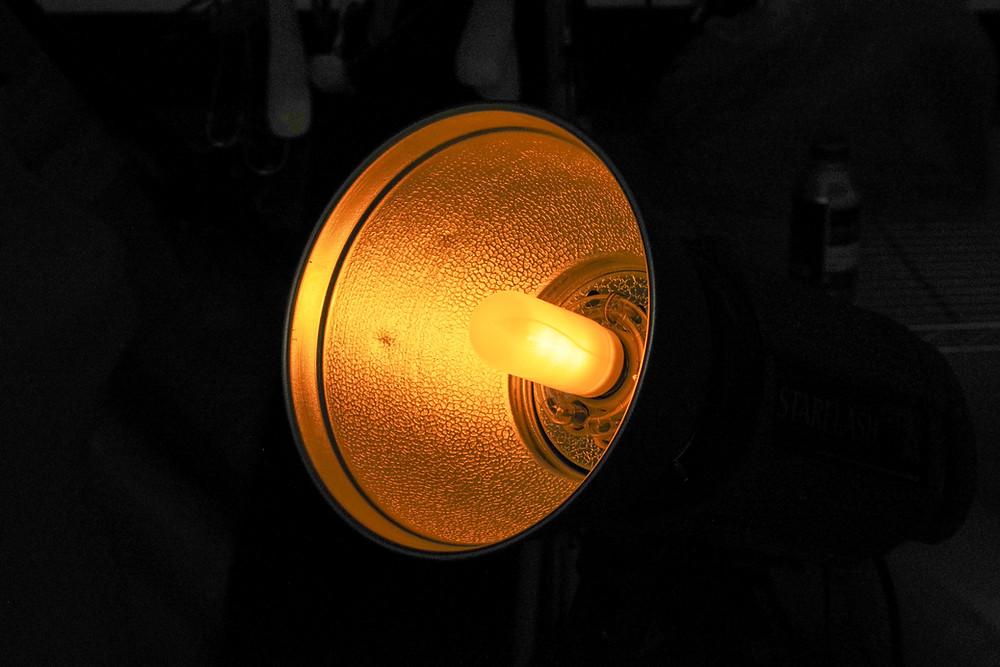 フリッカー現象を起こさない白熱灯