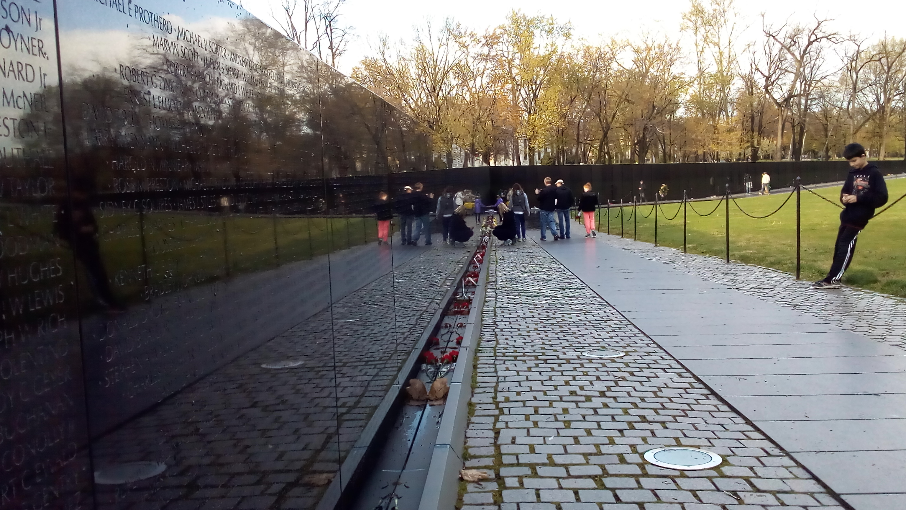 Vietnam_war_memorial_tour_espanol_Washington_DC