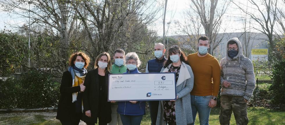Après 3 mois de programme #proudtoimpact, le Groupe CARRÉ BLEU reverse 2000€ à quatre associations