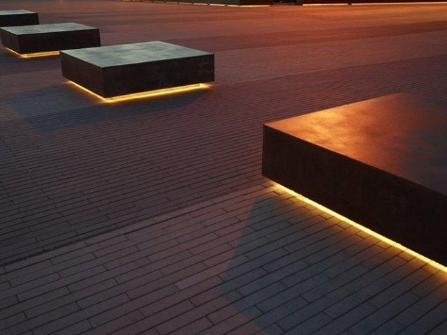 aménagement-extérieur-éclairage-indirecte-rubans-LED-sous-bancs