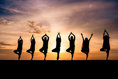 silhouette-group-people-doing-yoga-durin