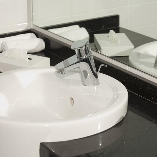 Ремонт ванных комнат и душевых в отелях.