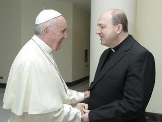 El papa Francisco bendice a los cofrades riojanos