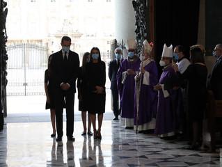 Misa Funeral por las víctimas de la pandemia en la Almudena en Madrid