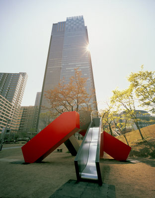 SANJIN  やまのかみさま (すべり台) 2007年 Tokyo Midtown 檜町公園