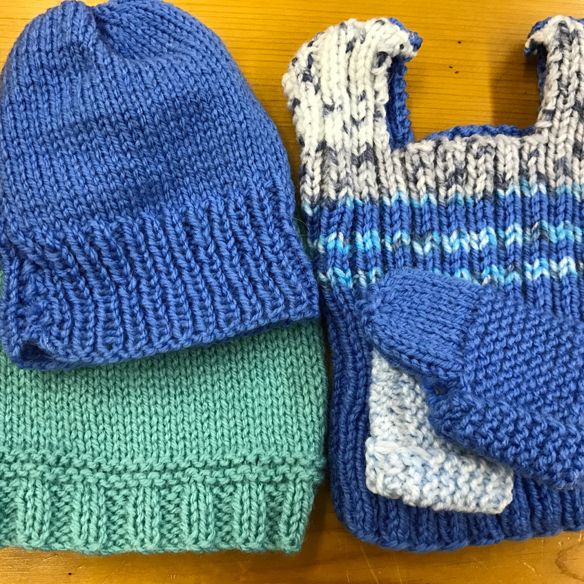 Tops, beanies and bootees for prems