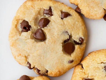 Homemade chocolate chip keto cookies – deliciously soft, flourless, and completely sugar free!