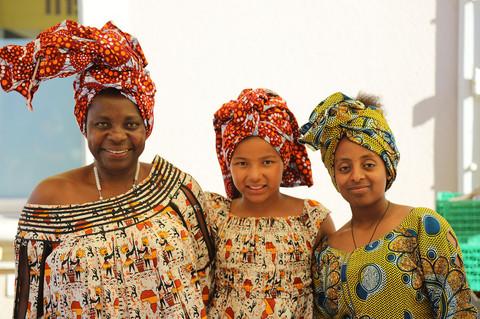 Francette Dubach-Obé (Inhaberin Fruitpassion GmbH) mit Tochter und Mitarbeiterin