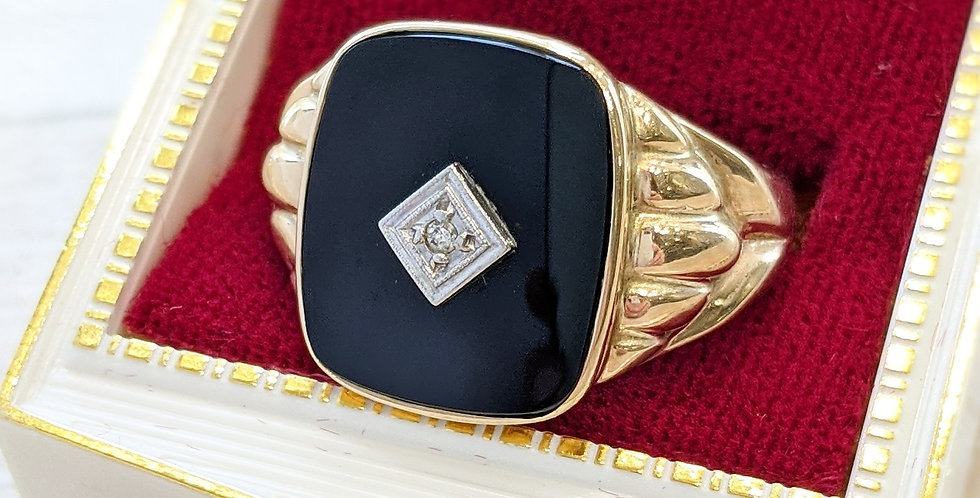 10kt Black Onyx and Diamond Ring