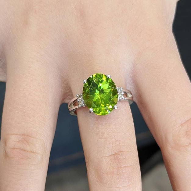 14kt Peridot and Diamond Ring