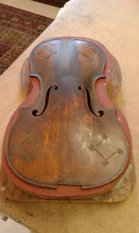 "Varnish cleaning, old Mirecort ""fancy"" violin."