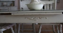 shabby dining table.jpg