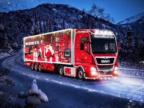 Caminhão vira trenó de Papai Noel