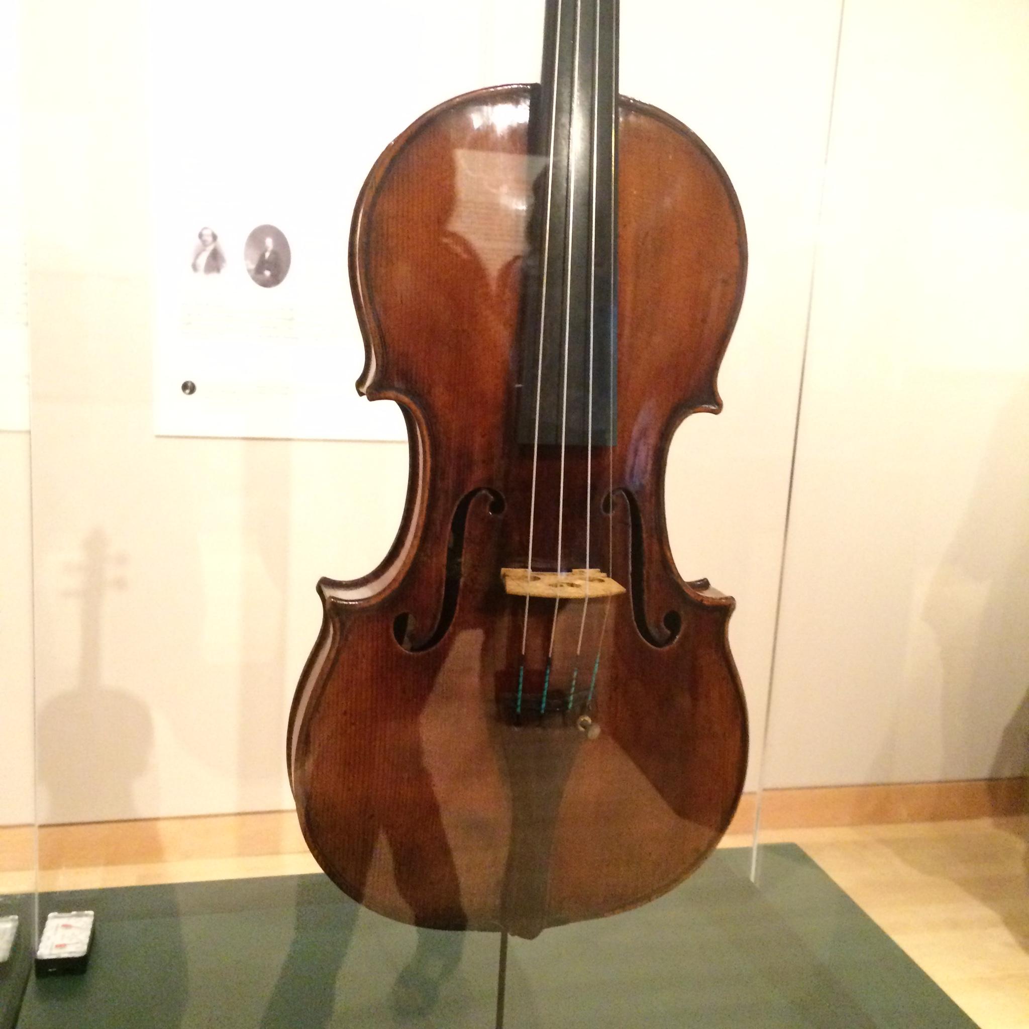 1728 'Artôt-Alard' Stradivari