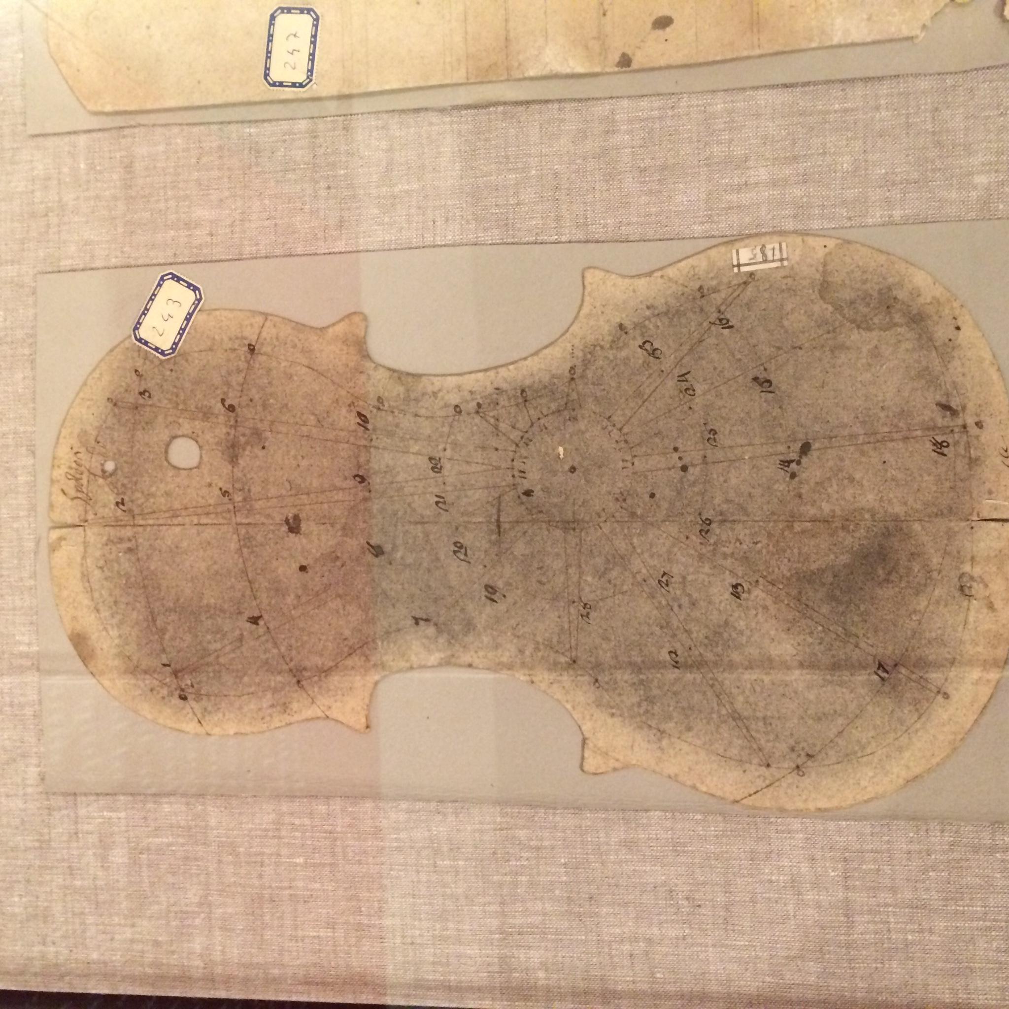 Template from Stradivari's workshop