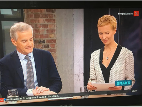 På TV2 Nyhetskanalen med Støre