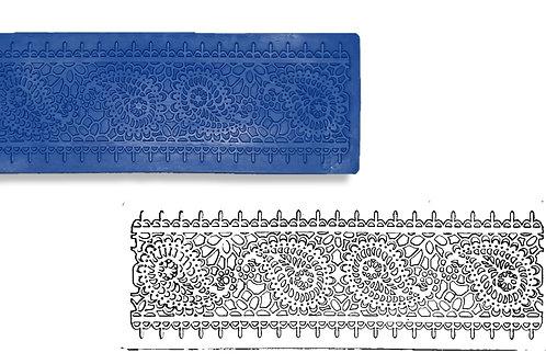 Ref. 023 – Renda Kilin - medidas: 18,5 x 6,5 cm
