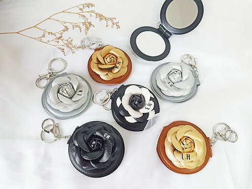 INITIALS ROSE LEATHER MIRROR KEYCHAIN