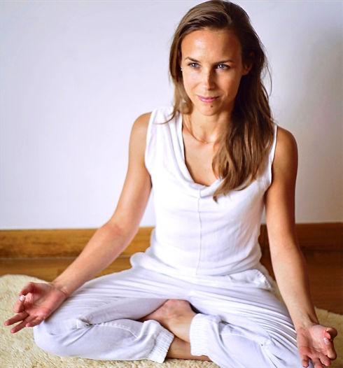 Aurélie Yoga_edited_edited_edited.jpg
