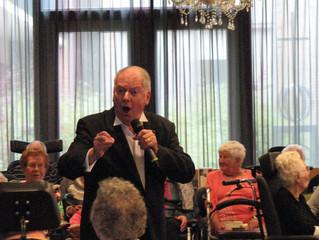 Ronnie Tober zong voor de cliënten van St. Elisabeth