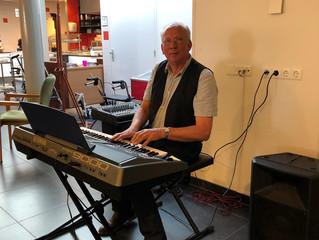 Muziekmiddag met Adri van Vlooswijk