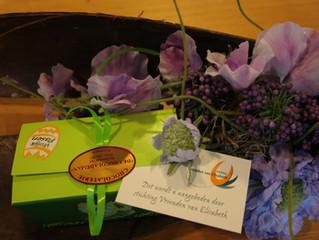 Een doosje paaseitjes aangeboden door de Vrienden van Elisabeth