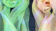涼しさと上質感を併せ持つ、「京鹿の子絞りのスカーフ」