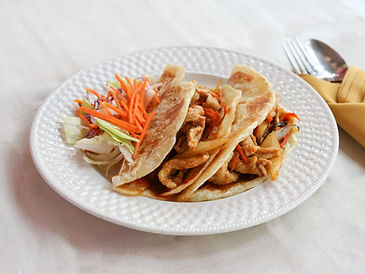 Siam_puffy_roti_taco_with_pork-3_option1