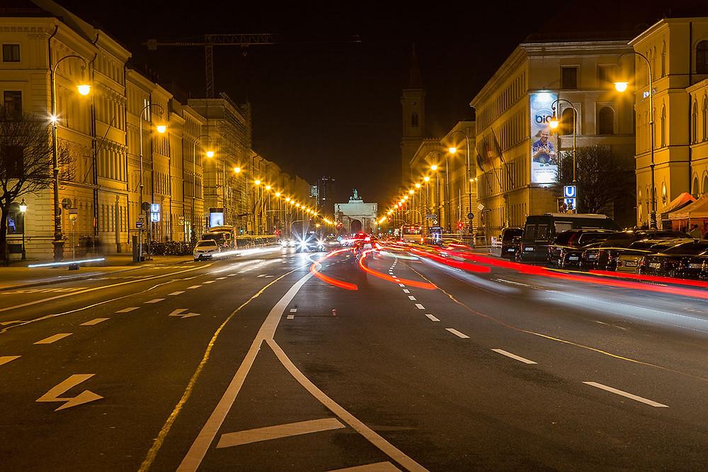 Ludwigstraße bei Nacht