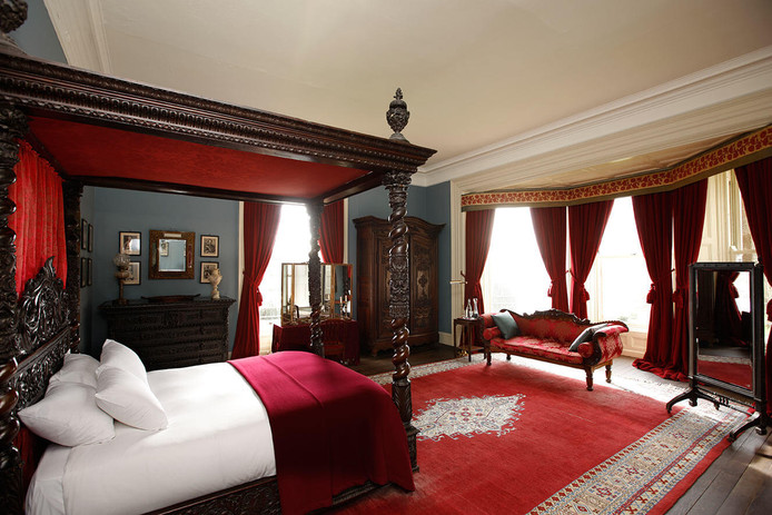 the-red-room-2.jpg