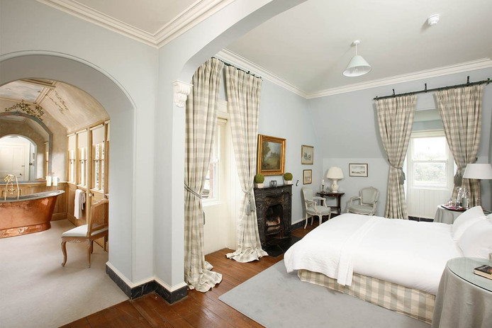 castle-heritage-bedroom-called-the-eagle