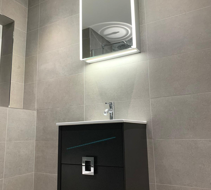 ensuite basin and mirror