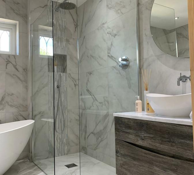 marble bathroom large tiles