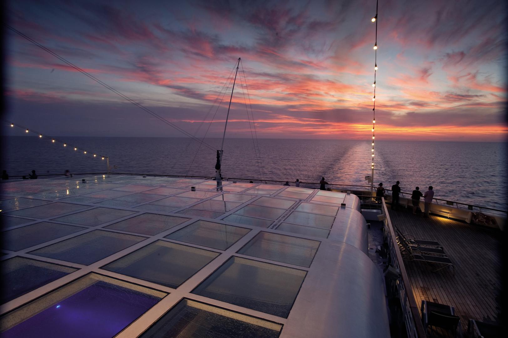 CL_CQ_LidoDeck_Sunset03.jpg