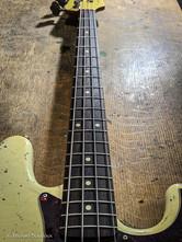 Fender Jazz Bass Flea refin Vintage Whit