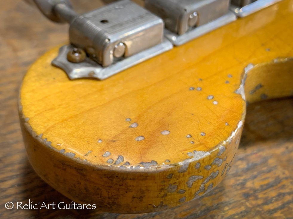 R'A strat refin sunburst 2 tones relic-3