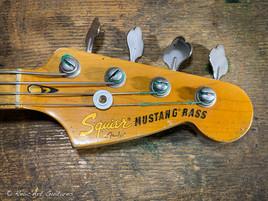 squier mustang bass sunburst relic-22.jp