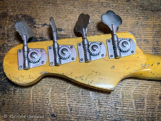 Fender Jazz Bass Mark Hoppus refin daphne blue relic