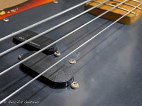 squier mustang bass sunburst relic-14.jp