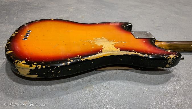 squier mustang bass sunburst relic-8.jpg