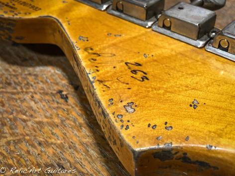 Fender stratocaster graffiti yellow relic