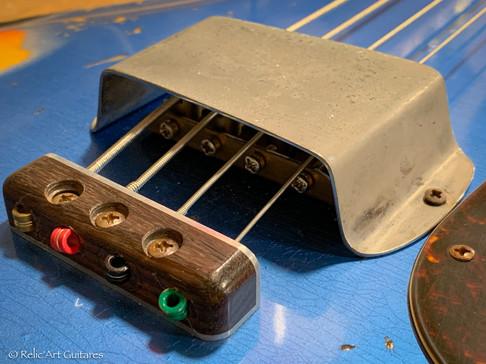 Mosrite Bass refin Lake Placid Blue relic