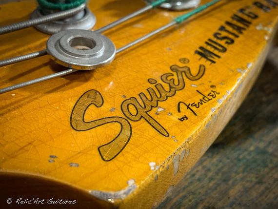 squier mustang bass sunburst relic-26.jp