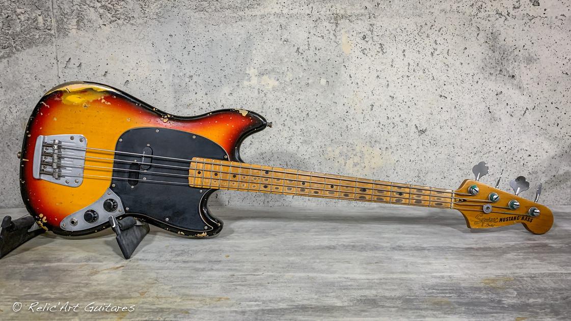 squier mustang bass sunburst relic.jpg